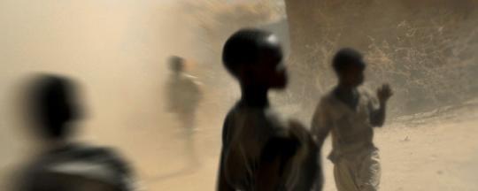 Children in Hamidiya camp, Zalingei (Lynsey Addario)_1